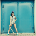 High_Resolution-WONDERBOOM lifestyle girl w skateboard