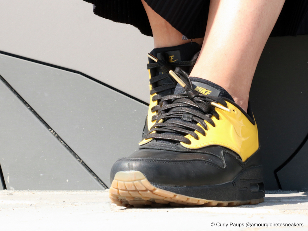 Pinroll_Nike_Air_Max_lacets_plats_noirs_gold
