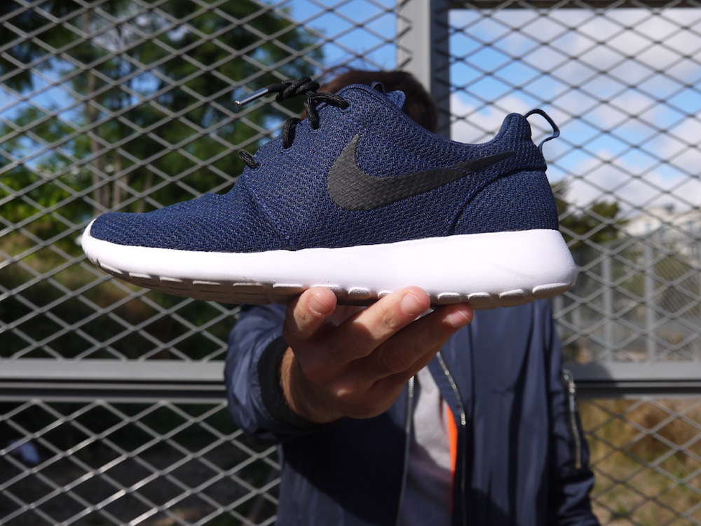 Pinroll_Nike_Roshe_lacets_ronds_noirs_silver