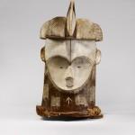 """Masque """"Janus """" en bois blanc et noir, décors géométriques"""