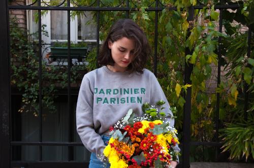Des sweats recyclés qui plantent des fleurs