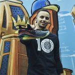 Stephen Curry présente son nouveau modèle: la Curry 6